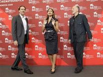 <p>Nicolas Cage, Eva Mendes and movie director Werner Herzog pose for photographers during a photocall at the 66th Venice Film Festival September 4, 2009. REUTERS/Tony Gentile</p>