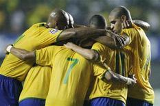 <p>Jogadores do Brasil comemoram gol do atacante Nilmar na vitória de 4 x 2 sobre o Chile em Salvador REUTERS/Sergio Moraes</p>