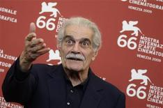 "<p>Actor Omar Sharif poses for photographers during ""Al Mosafer"" (The Traveller) photocall during the 66th Venice Film Festival September 10, 2009. REUTERS/Tony Gentile</p>"
