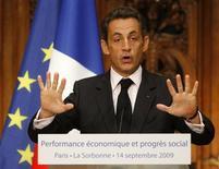"""<p>Президент Франции Николя Саркози выступает с речью в Сорбоннском университете 14 сентября 2009 года. Президент Франции Николя Саркози пригрозил покинуть саммит лидеров """"Большой двадцатки"""" в Питтсбурге на следующей неделе, если главы государств не примут решения об ограничении банковских бонусов, сообщила газета Figaro в понедельник. REUTERS/Michel Euler/Pool</p>"""