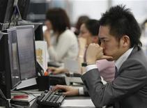 <p>Impiegati in un ufficio di Tokyo. REUTERS/Yuriko Nakao (JAPAN BUSINESS)</p>