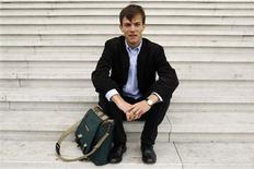 <p>Edouard d'Archimbaud poses with his Lehman Brothers' bag before an interview with Reuters in La Defense September 11, 2009. REUTERS/Benoit Tessier</p>
