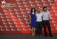 "<p>Film director Giuseppe Capotondi (C) and actors Ksenia Rappoport (L) and Filippo Timi pose for photographers during the ""La doppia ora"" (The double hour) photocall at the 66th Venice Film Festival September 10, 2009. REUTERS/Tony Gentile</p>"