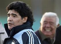 <p>Técnico da seleção argentina de futebol, Diego Maradona, em foto de arquivo, se internou em clínica de emagrecimento na Itália. REUTERS/Marcos Brindicci</p>