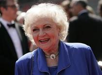 <p>Actress Betty White arrives at the 61st Primetime Creative Arts Emmy Awards in Los Angeles, September 12, 2009. REUTERS/Danny Moloshok</p>