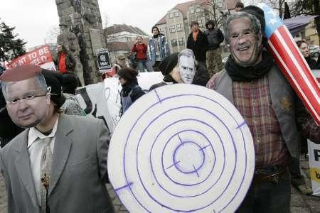 People demonstrate against plans to deploy a missile shield defense system in the town of Redzikowo, northern Poland, March 29, 2008. REUTERS/Lukasz Glowala/FORUM