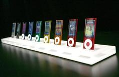<p>The new iPod nano, featuring a variety colors and a video camera, is shown at an Apple Inc special in San Francisco, California September 9, 2009. REUTERS/Robert Galbraith</p>