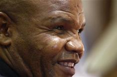 <p>Il presidente della Federazione di Atletica del Sudafrica Leonard Chuene. REUTERS/Siphiwe Sibeko (SOUTH AFRICA SPORT ATHLETICS)</p>