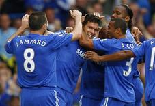<p>Jogadores do Chelsea comemoram gol de Michael Ballack (centro) contra o Tottenham Hotspur neste domingo, em Londres. REUTERS/Eddie Keogh</p>