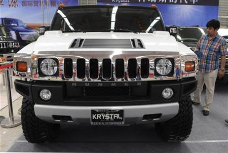 A visitor looks at a Hummer during a local automobile exhibition in Shenyang, Liaoning province July 7, 2009. REUTERS/Stringer