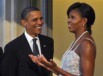 """<p>O presidente dos EUA, Barack Obama, e a primeira-dama, Michelle Obama, esperam a chegada dos líderes em Pittsburgh. Obama pode """"perfeitamente"""" ir a Copenhague para defender pessoalmente a candidatura da cidade de Chicago para ser a sede dos Jogos Olímpicos de 2016, disse seu porta-voz.24/09/2009. REUTERS/Philippe Wojazer</p>"""