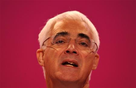 Britain's Chancellor of the Exchequer Alistair Darling delivers his keynote speech at the Labour Party conference in Brighton, southern England September 28, 2009. REUTERS/Toby Melville
