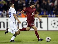 <p>O centro-avante argentino Alejandro Dominguez, do Rubin Kazan, marcou o primeiro gol do jogo aos 11 minutos do primeiro tempo, na Rússia. REUTERS/Grigory Dukor</p>