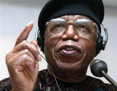 Nigerian author Chinua Achebe gestures during a news conference held during the Frankfurt book fair in this October 12, 2002 file photo. REUTERS/Ralph Orlowski/Files