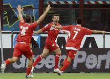 <p>Il giocatore del Bari Vitali Kutuzov esulta dopo un gol. REUTERS/Alessandro Garofalo</p>