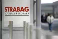 """<p>Логотип STRABAG в головном офисе компании в Вене 30 апреля 2009 года. Милиция в понедельник провела обыски в четырех офисах российского представительства австрийской компании Strabag AG - ЗАО Штрабаг, подозреваемой в уклонении от уплаты налогов, пишет во вторник """"Коммерсант"""". REUTERS/Herwig Prammer</p>"""