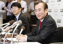 <p>Il sindaco di Hiroshima Tadatoshi Akiba e quello di Nagasaki Tomihisa Taue oggi in conferenza stampa. REUTERS/Kyodo (JAPAN SPORT OLYMPICS POLITICS)</p>