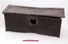 <p>A Tudor chest is seen in this undated handout photo. REUTERS/Mary Rose Trust/Handout</p>