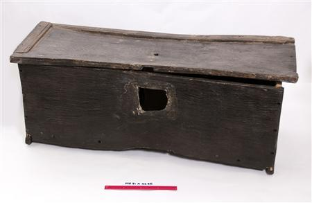 A Tudor chest is seen in this undated handout photo. REUTERS/Mary Rose Trust/Handout