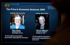 <p>Elinor Ostrom e Oliver Williamson. REUTERS/Scanpix/Bertil Ericson (SWEDEN SPORT SOCCER)</p>