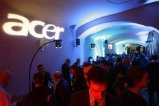 <p>Acer, troisième fabricant mondial de PC, devrait réaliser cette année un chiffre d'affaires comparable à celui de 2008, selon son directeur général Gianfranco Lanci. /Photo d'archives/REUTERS/Gustau Nacarino</p>
