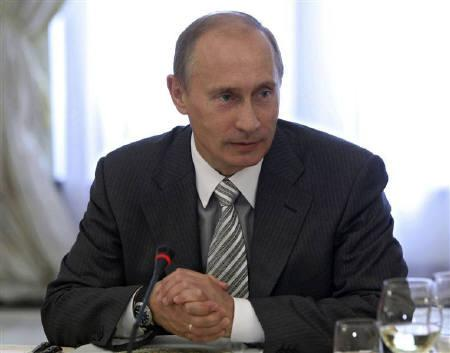 Russia's Prime Minister Vladimir Putin meets academics and reporters from the Valdai discussion group at his Novo-Ogaryovo residence outside Moscow in this September 11, 2009 file photo. REUTERS/RIA Novosti/Pool/Aleksey Nikolskyi/Files