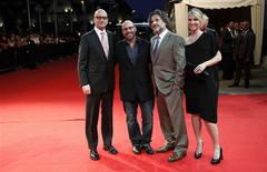 "<p>Diretor Steven Soderbergh, roteirista Scott Z. Burns, e produtores Gregory Jacobs and Jennifer Fox de ""O Desinformante!. REUTERS/Pascal Rossignol</p>"