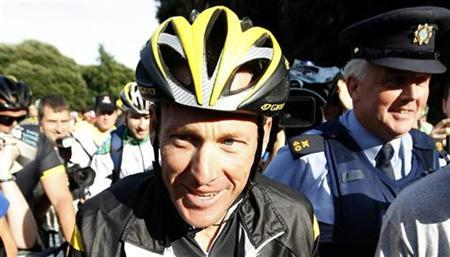 Seven times Tour de France winner and cancer survivor Lance Armstrong cycles through Dublin's Phoenix Park August 25, 2009. REUTERS/Cathal McNaughton