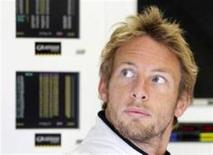<p>Jenson Button, piloto da Brawn GP e favorito ao título mundial, afirma que sucesso da equipe merece filme de Hollywood. A Brawn, que recebeu o nome de seu chefe de equipe Ross Brawn, surgiu das cinzas da Honda, depois de a montadora japonesa anuciar em dezembro que estava deixando a categoria. REUTERS/Yves Herman</p>