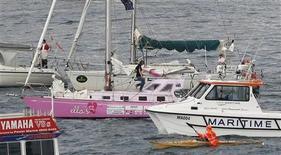 <p>L'imbarcazione della 16enne australiana Jessica Watson (la barca a vela rosa al centro). REUTERS/Tim Wimborne (AUSTRALIA SOCIETY SPORT YACHTING)</p>