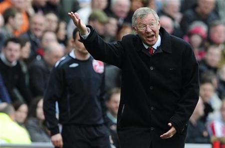 Manchester United's coach Alex Ferguson gestures during their English Premier League match against Sunderland in Sunderland April 11, 2009. REUTERS/Nigel Roddis NO ONLINE/INTERNET USAGE WITHOUT A LICENCE FROM THE FOOTBALL DATA CO LTD. FOR LICENCE ENQUIRIES PLEASE TELEPHONE ++44 (0) 207 864 9000