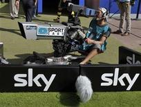 <p>Un cameraman di Sky riprende un evento sportivo. REUTERS/Morris Mac Matzen</p>