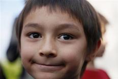 <p>Selon des documents de justice rendus publics, la mère de Falcon Heene, un garçon de six ans que l'on croyait s'être envolé à bord d'un ballon gonflé à l'hélium dans le Colorado, a reconnu devant les enquêteurs avoir inventé cette histoire pour attirer l'attention des médias. /Photo prise le 15 octobre 2009/REUTERS/Rick Wilking</p>