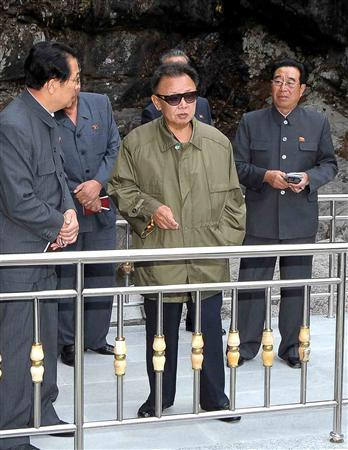 North Korean leader Kim Jong-il (C) visits the newly-built Mount Myohyang pleasure ground in Mt Myohyang, about 160 km (99 miles) northeast of the North Korean capital Pyongyang, in this undated picture released on October 26, 2009 by North Korea's official news agency Korean Central News Agency. REUTERS/KCNA