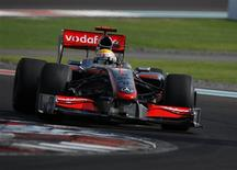 <p>Lewis Hamilton, da McLaren, conquistou a pole no primeiro GP de Abu Dhabi. REUTERS/Steve Crisp</p>