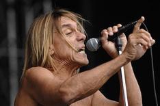 <p>O roqueiro punk Iggy Pop (em foto de arquivo) recebeu o troféu de lenda viva nos Classic Rock Roll of Honour Awards, em Londres. REUTERS/Bill Auth</p>