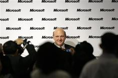 """<p>Steve Ballmer, le directeur général de Microsoft. La firme de Redmond a l'intention d'installer à Taiwan un centre de recherche dédié au """"cloud computing"""", l'informatique à partir de serveurs distants, un marché en pleine croissance. /Photo prise le 4 novembre 2009/REUTERS/Pichi Chuang</p>"""