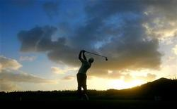 <p>Sergio Garcia of Spain drives the ball down the third fairway during the Mercedes Championship Pro-Am at the Kapalua Resort's Plantation Course in Maui, Hawaii January 4, 2006. REUTERS/Max Morse</p>