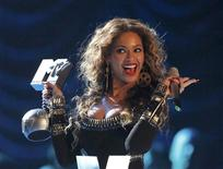<p>Beyonce celebrates with the trophy for 'Best Video' during the MTV Europe Awards ceremony in Berlin November 5, 2009. REUTERS/Tobias Schwarz</p>