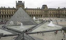<p>General view of the Louvre Museum in Paris, August 6, 2007. REUTERS/Regis Duvignau</p>