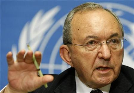 Richard Goldstone, Head of Fact Finding Mission on Gaza looks on during a news conference at the United Nations European headquarters in Geneva September 29, 2009. REUTERS/Denis Balibouse
