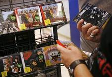 <p>Videogame in un negozio. REUTERS/Shannon Stapleton</p>