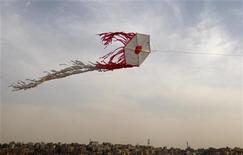 <p>Il volo di un aquilone REUTERS/Ali Jarekji</p>