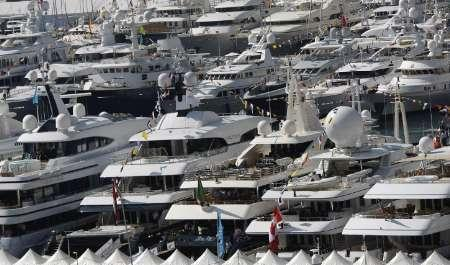 Luxury boats are seen in this general view of the Monte Carlo port at the opening of the Monaco Yacht show, September 23, 2009. The luxury boats are moored for the Monaco Yacht Show, which is the world's leading prestige boat show, highlighting hundreds of yachts. REUTERS/Eric Gaillard