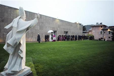 Pope Benedict XVI walks near a statue of Pope Paul VI to enter a museum in Concesio, near Brescia November 8, 2009. REUTERS/Osservatore Romano