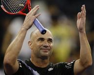 <p>Nella foto il tennista André Agassi. REUTERS/Bobby Yip</p>