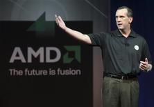 <p>Dirk Meyer, presidente da AMD, fala durante a feira de tecnologia CES, realizada em Las Vegas, no início do ano. Intel e AMD anunciaram que chegaram a um acordo para pôr fim a todas as disputas judiciais, incluindo um litígio antitruste e o licenciamento de patentes.</p>
