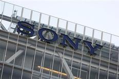 <p>Il logo del gruppo sul palazzo del quartier generale di Sony a Tokyo. REUTERS/Stringer</p>