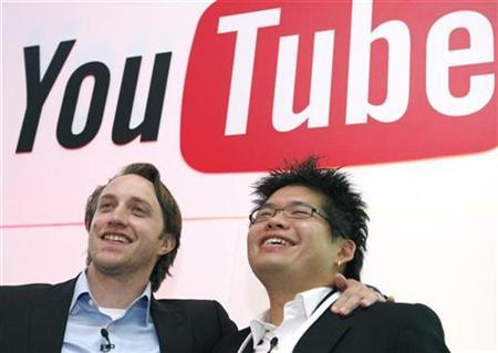 Chad Hurley (L) and Steve Chen, co-founders of YouTube, pose after a news conference in Paris June 19, 2007. REUTERS/Philippe Wojazer