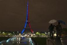 <p>A television crew films the Eiffel tower illuminated by a light show to celebrate its 120th anniversary in Paris, October 22, 2009. REUTERS/Philippe Wojazer</p>